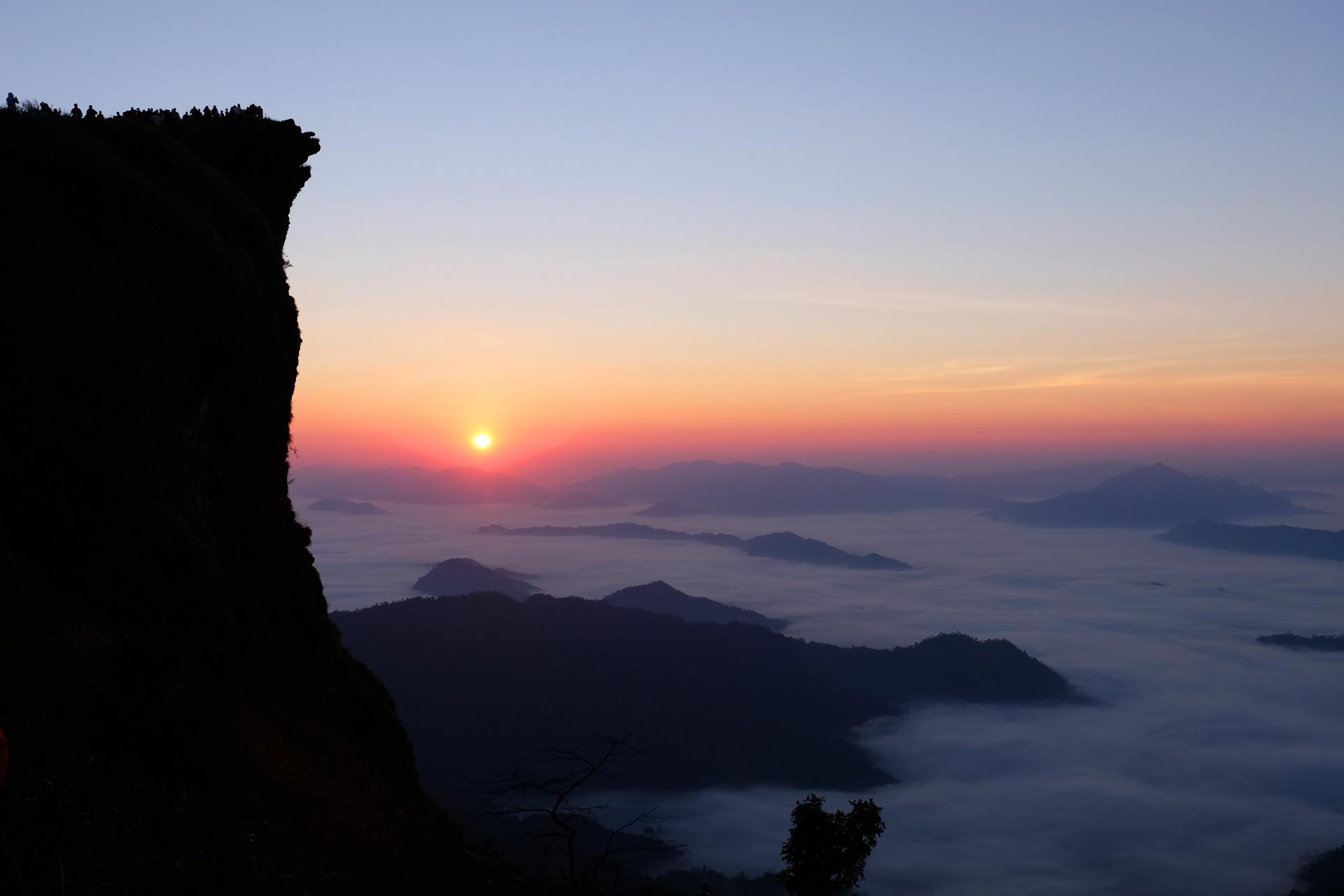 プーチーファーの日の出 タイの風景