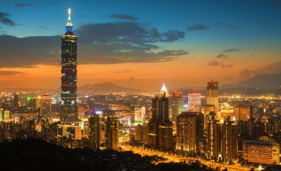 象山から見る台北101と夕暮れ時の台北市の風景 台湾の風景