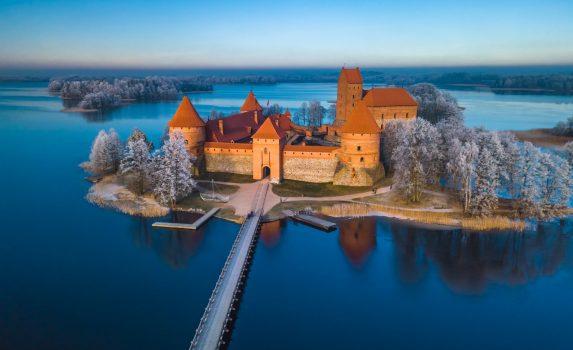 冬のトラカイ城 リトアニアの風景