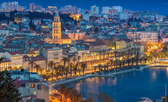 トワイライトタイムのスプリトの風景 クロアチアの風景