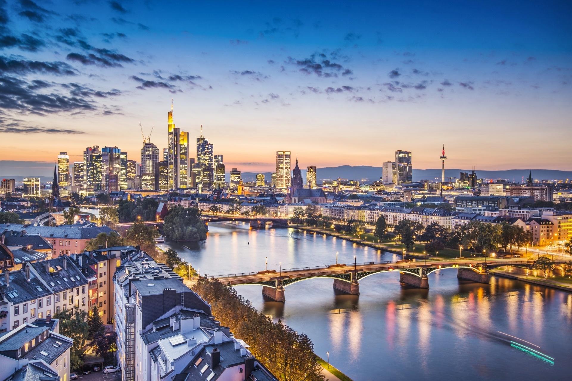 フランクフルトのトワイライト風景 ドイツの風景