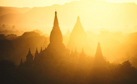 三大仏教遺跡バガンの夕暮れの風景 ミャンマーの風景