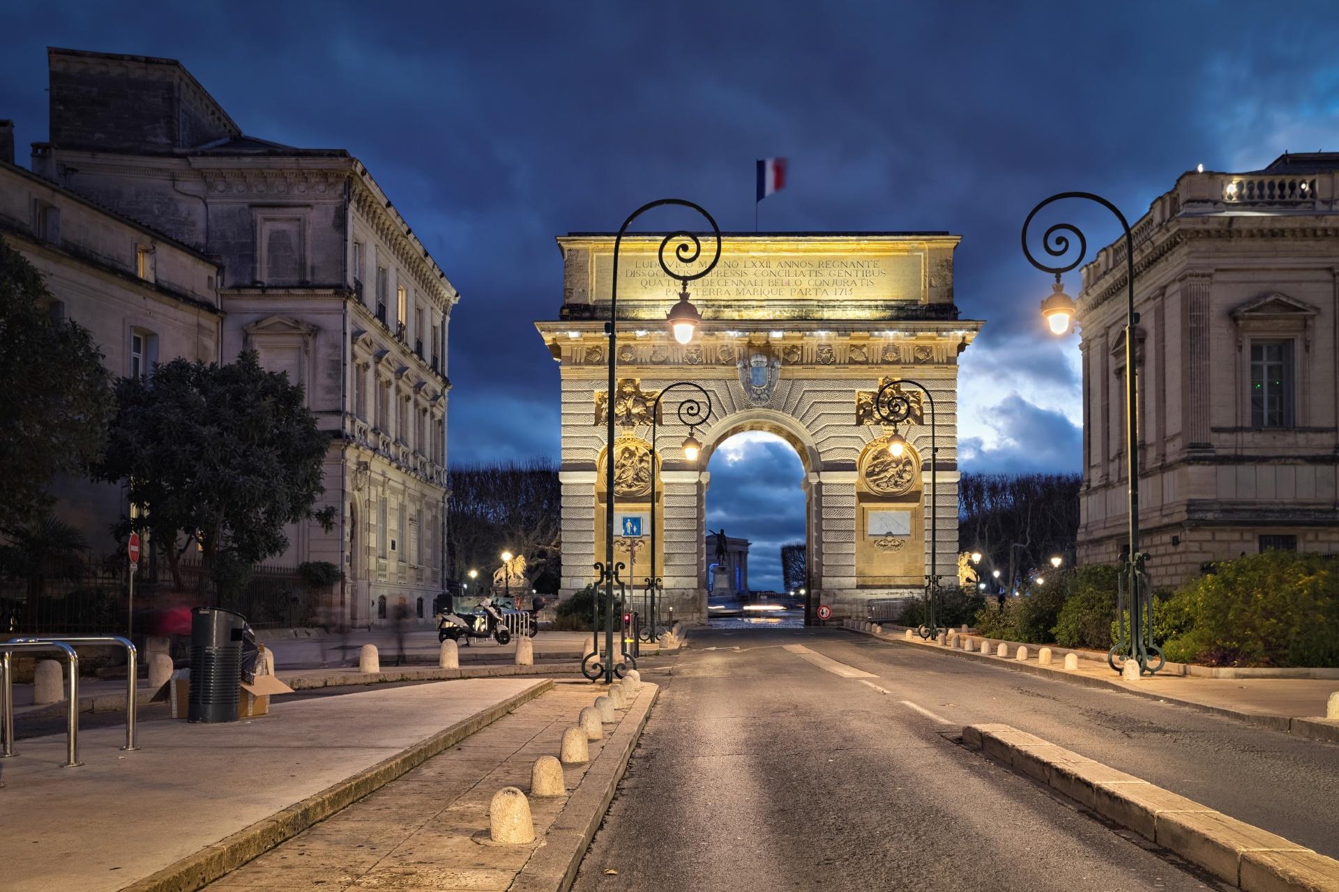 夕暮れのペイルー凱旋門 フランスの風景