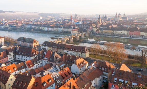 朝のヴュルツブルクの風景  ドイツの風景