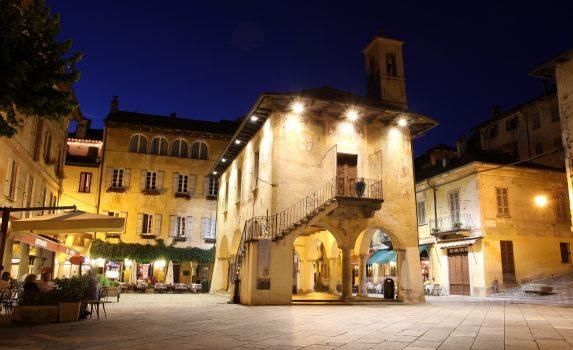 オルタ・サン・ジューリオの夜の風景 イタリアの風景