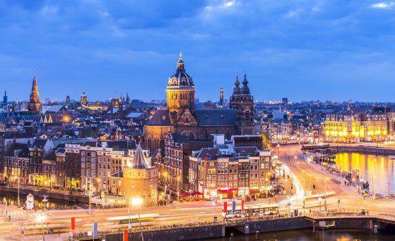 アムステルダム ダウンタウンのトワイライト風景 オランダの風景