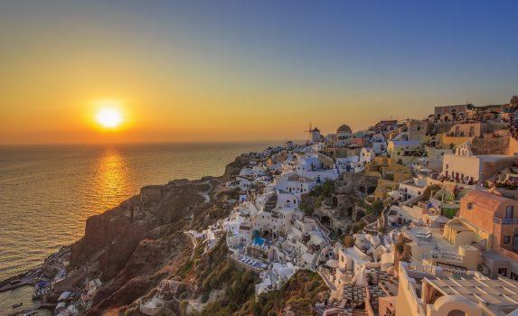 サントリーニ島イアの素晴らしい夕日の景色 ギリシャの風景