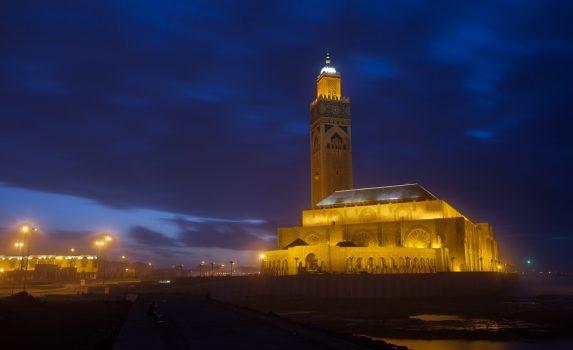 夜の「ハッサン 2 世モスク」 カサブランカ モロッコの風景