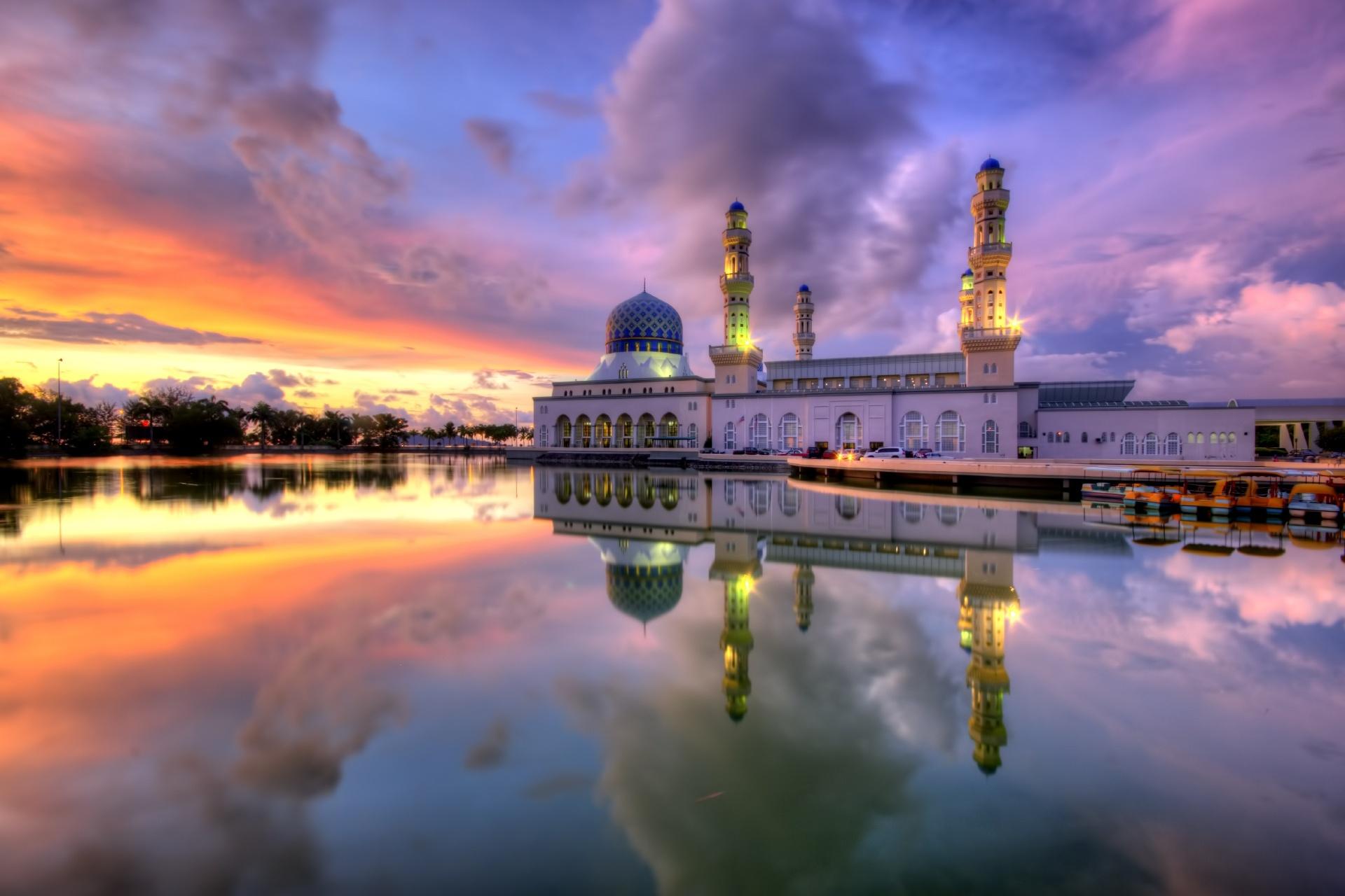 夕暮れのモスクの風景 コタキナバル マレーシアの風景