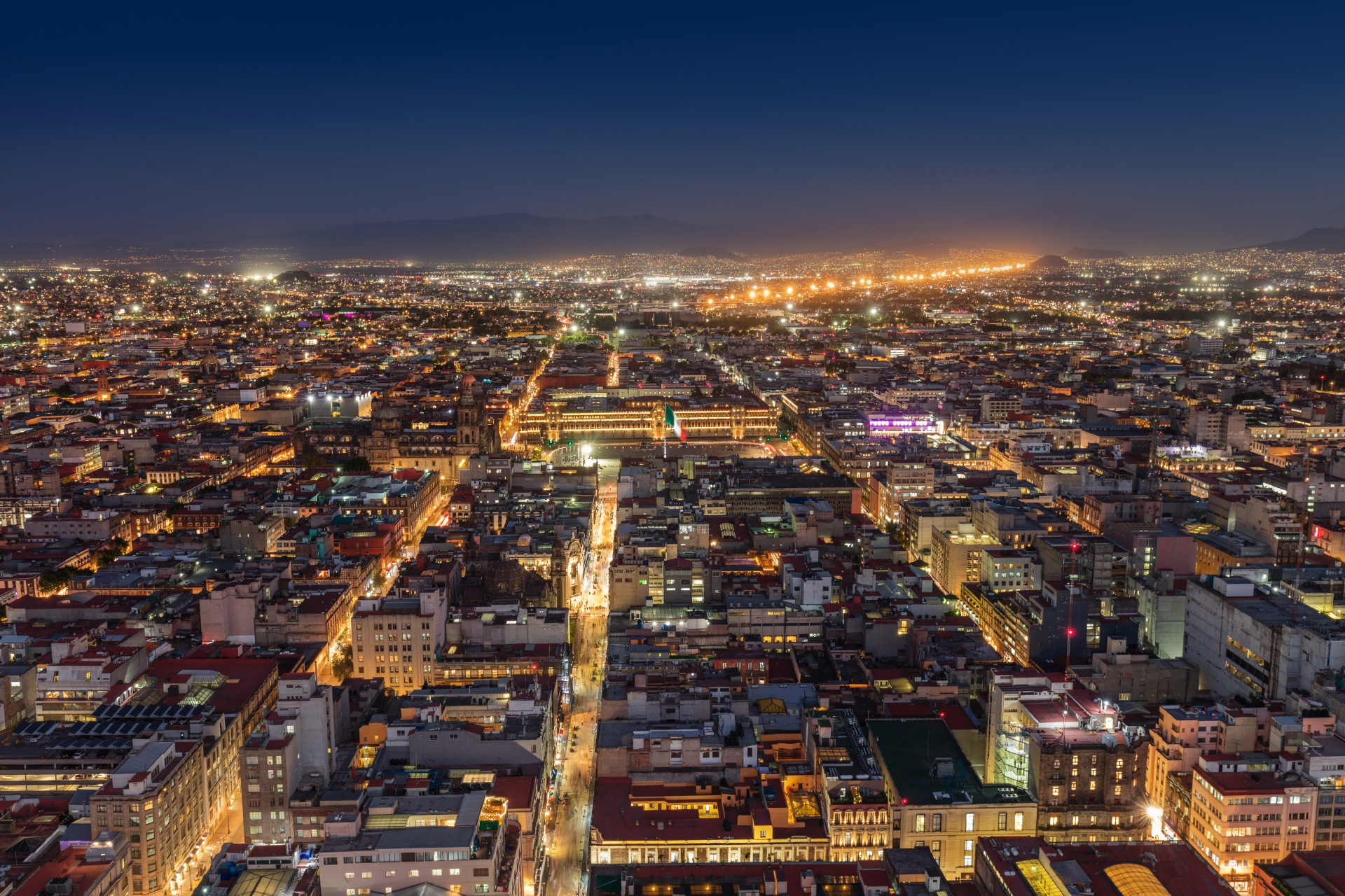 夜のメキシコシティ メキシコの...