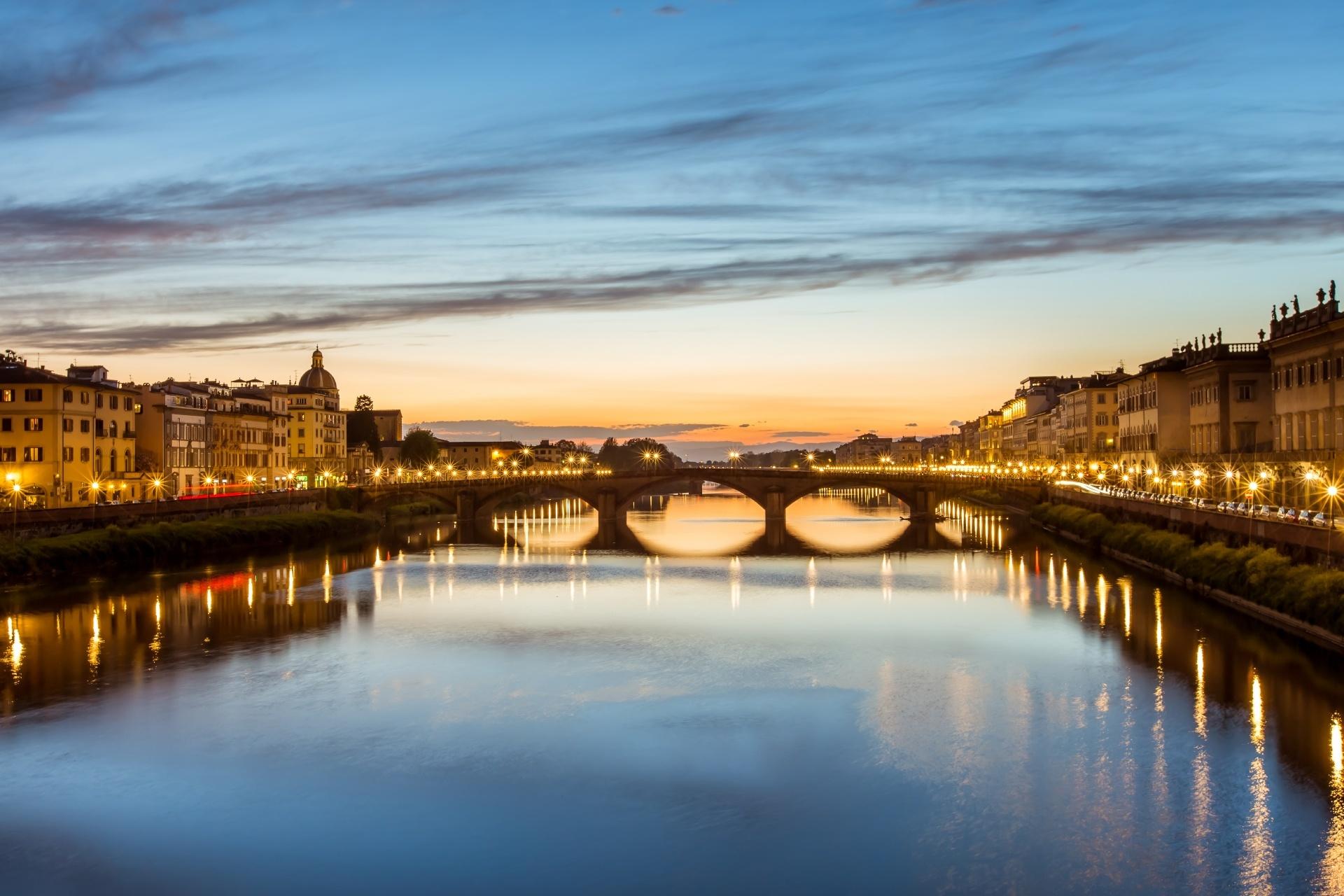 夕暮れのサンタ・トリニタ橋 イタリアの風景