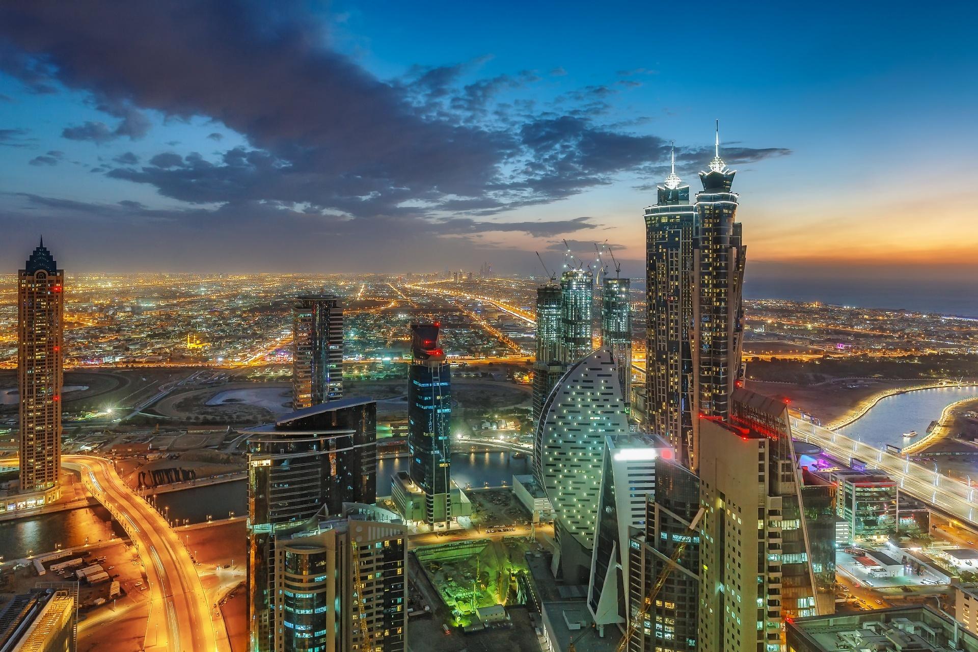 ドバイの高層ビル群と街の風景 アラブ首長国連邦の風景