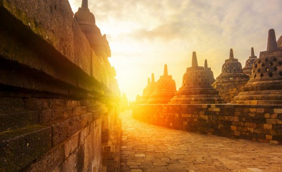 ボロブドゥール寺院の日の出の風景 インドネシアの風景