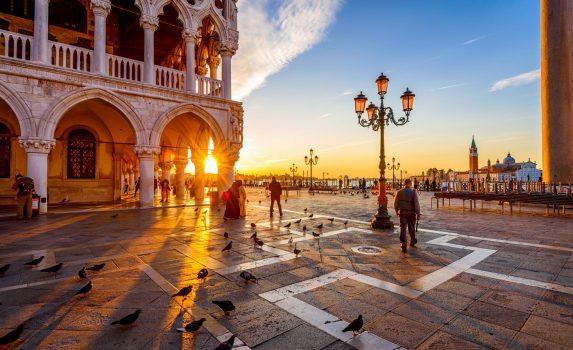 ドゥカーレ宮殿の日の出の風景 イタリアの風景