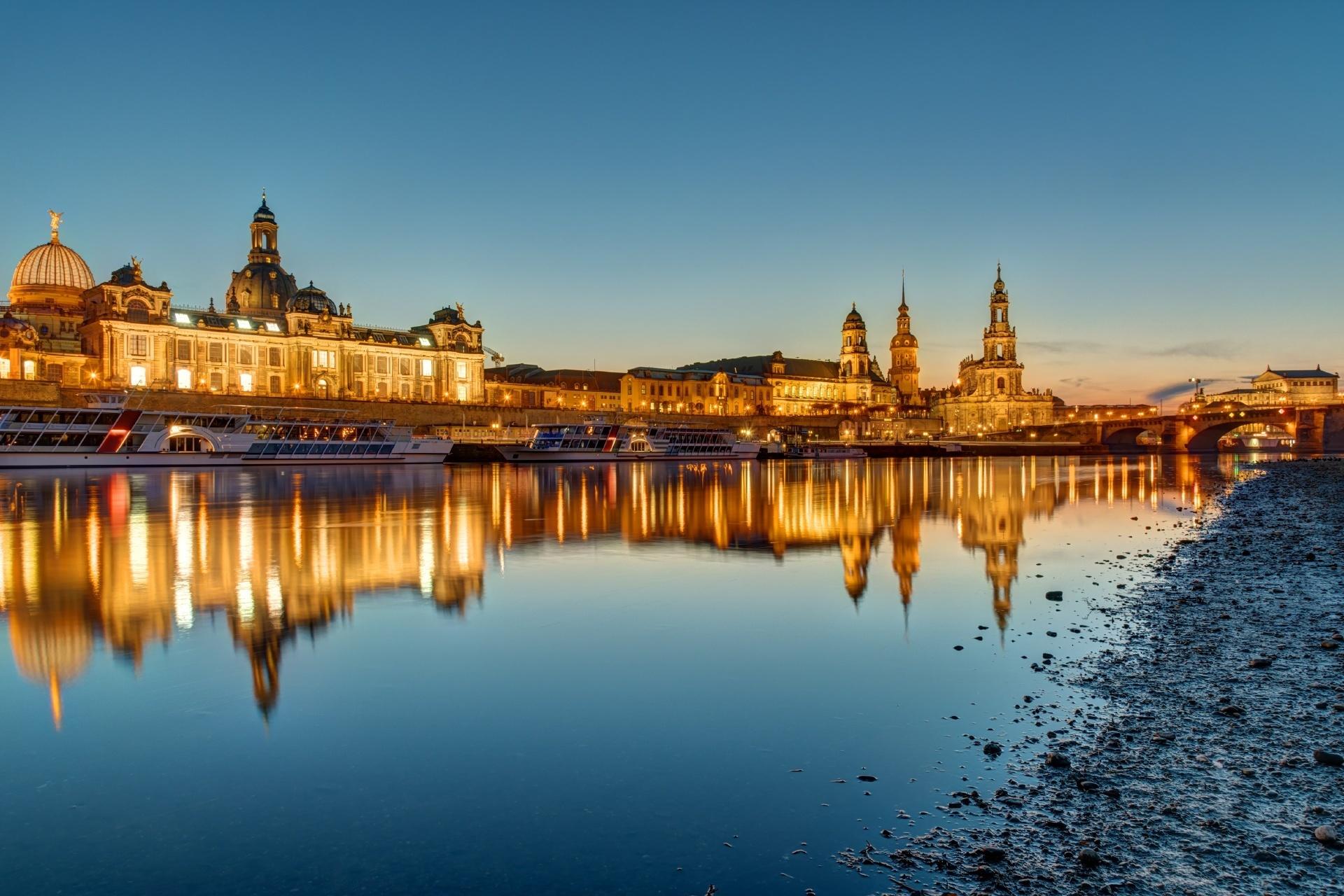 夜明けのドレスデンの風景 ドイツの風景
