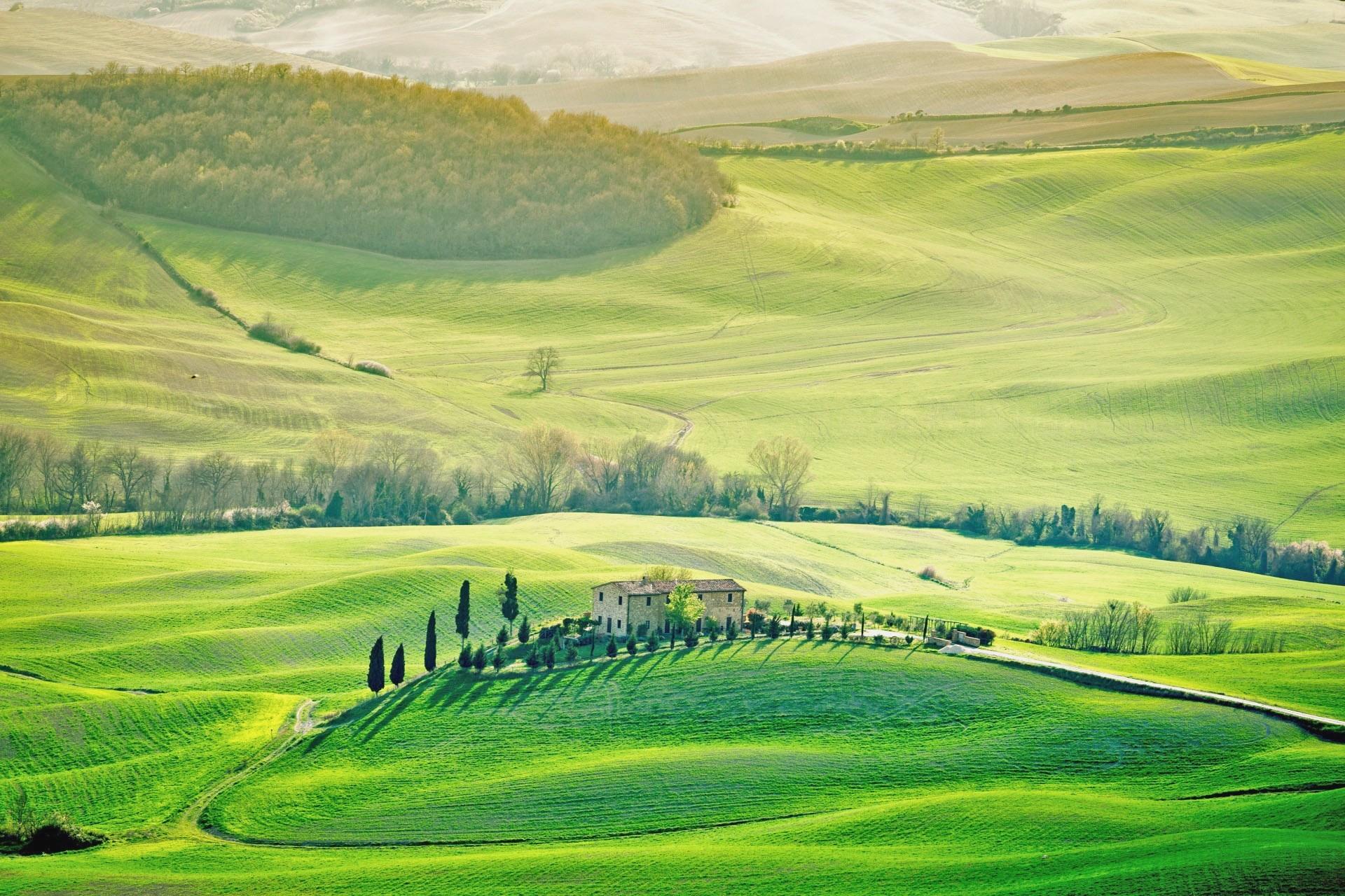 トスカーナの春の風景 イタリアの風景