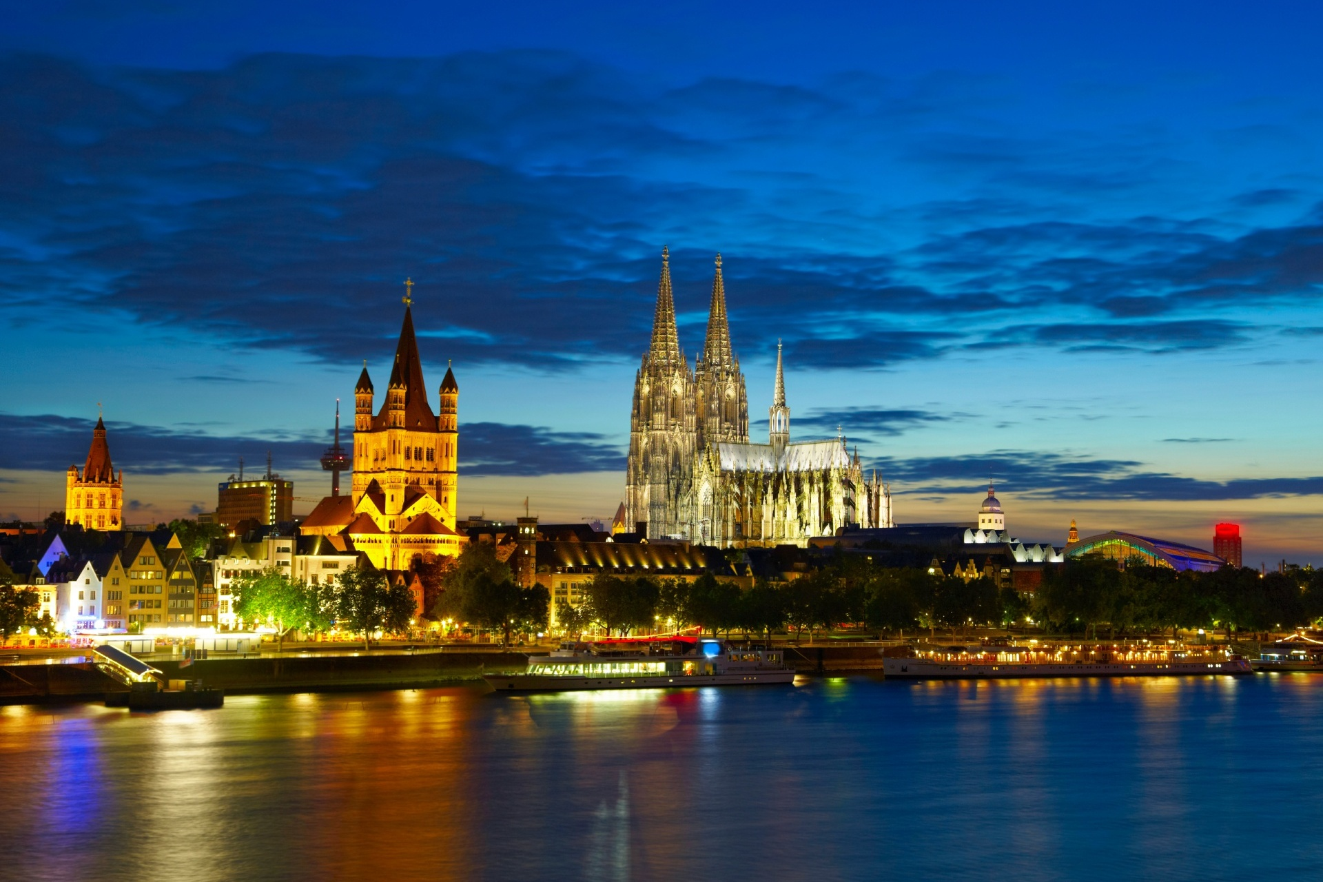 夕方のケルンの風景 ドイツの風景