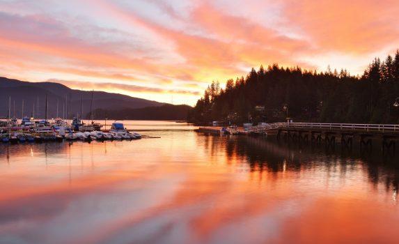ディープ・コーブの朝 カナダの風景