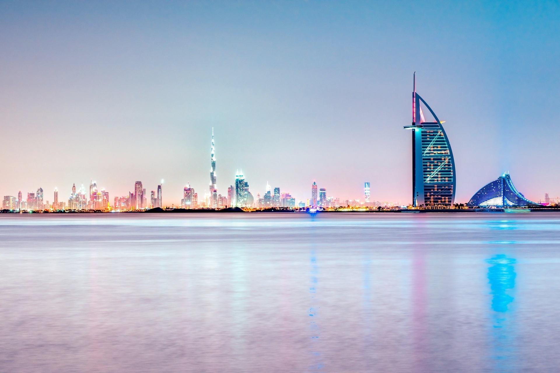 夕暮れ時のドバイの風景 アラブ首長国連邦の風景
