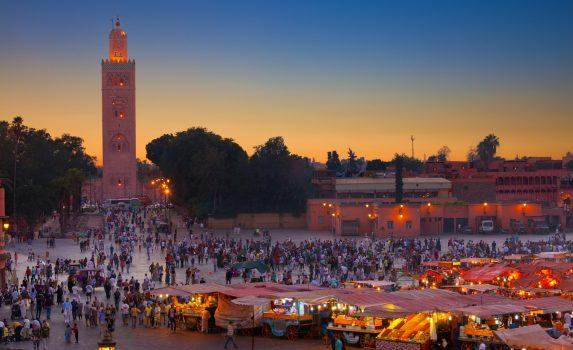 夕暮れのジャマ・エル・フナ広場 モロッコの風景