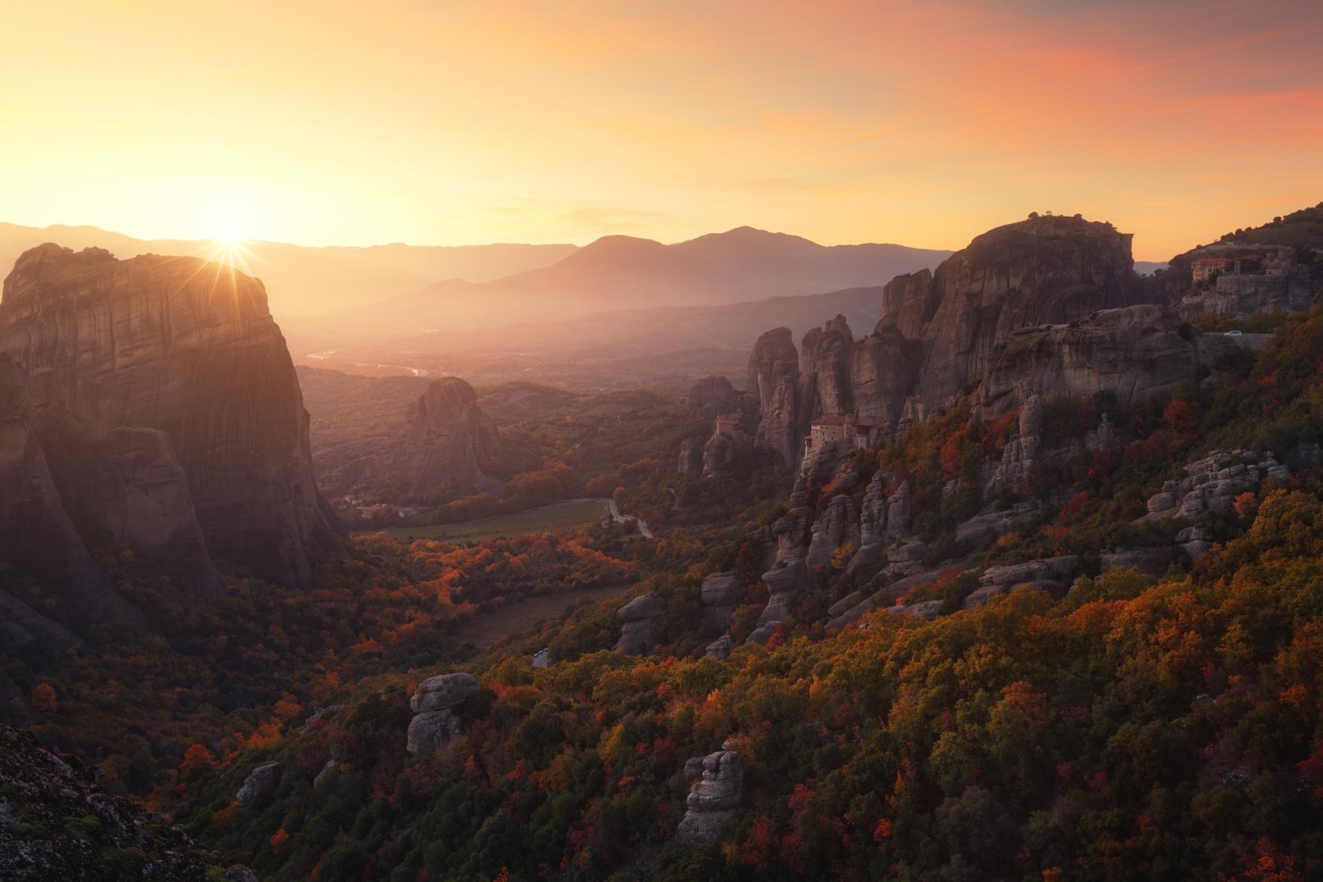 夕暮れのメテオラの風景 ギリシャの風景