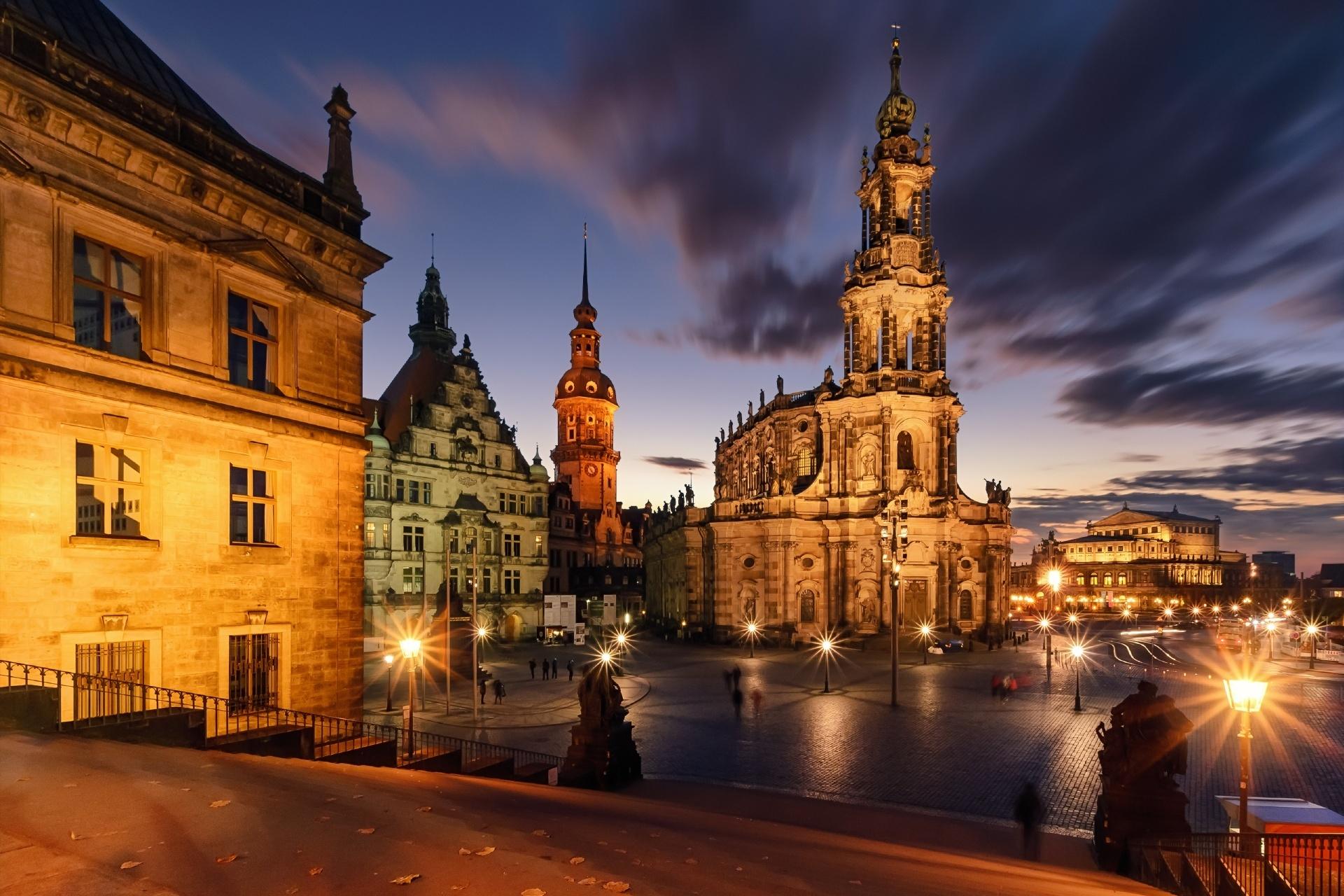 夜のドレスデンの風景 ドイツの風景
