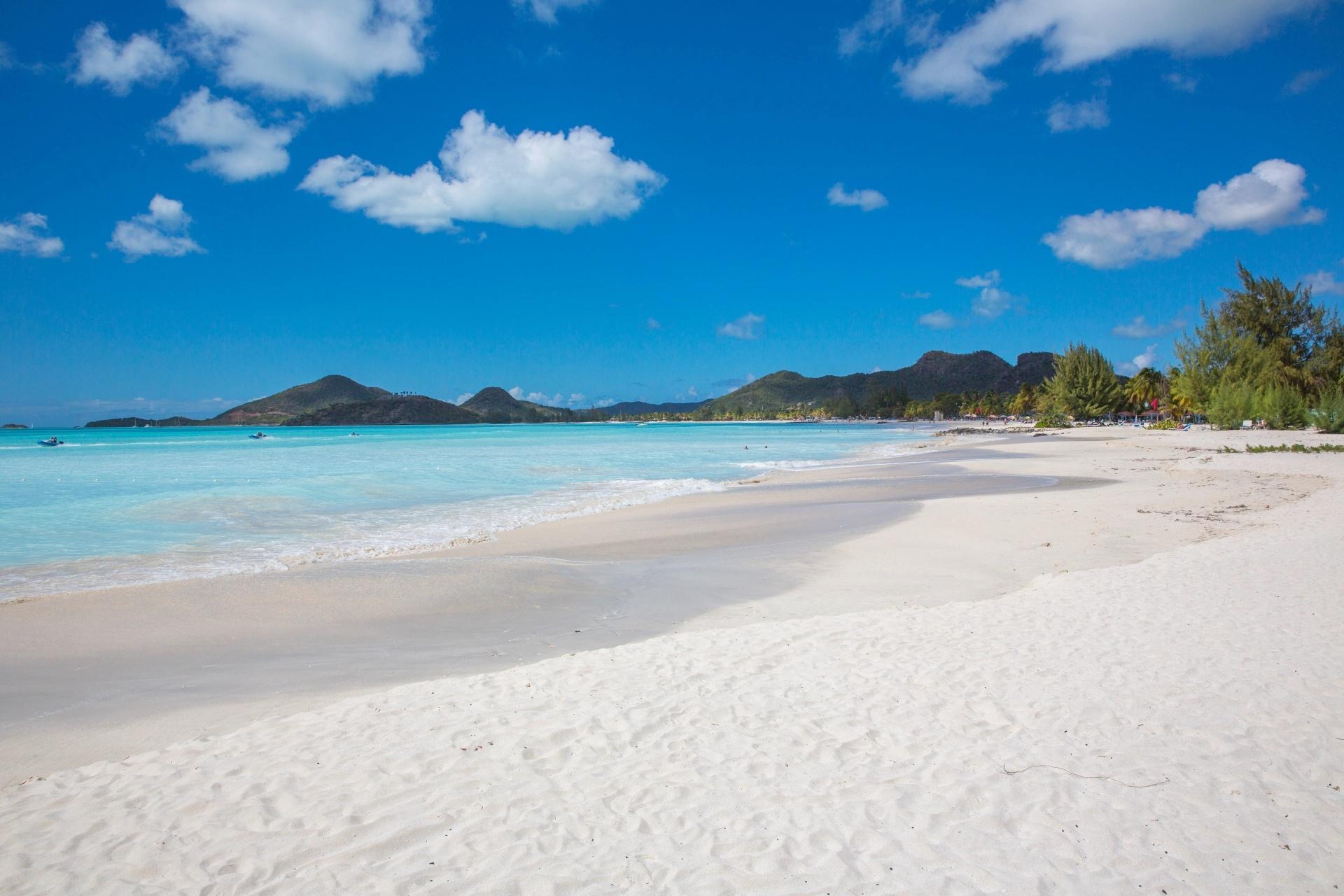 青い空とビーチの風景 アンティグア・バーブーダの風景
