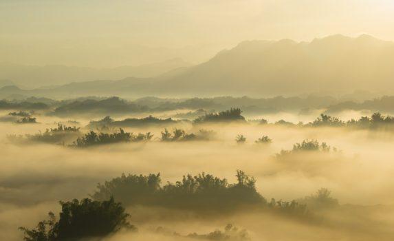 朝の台南 日の出の山の風景 台湾の風景