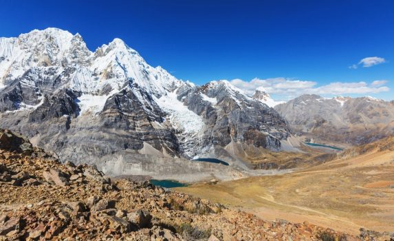 コルディジェラ・ウアイウアスの山並み ペルーの風景