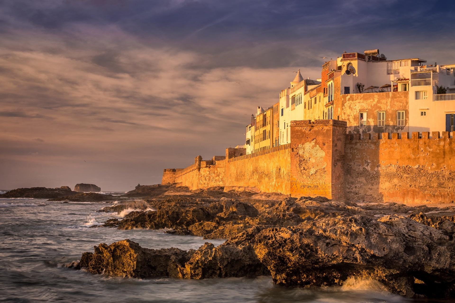 エッサウィラ旧市街の壁と夕暮れの風景 モロッコの風景