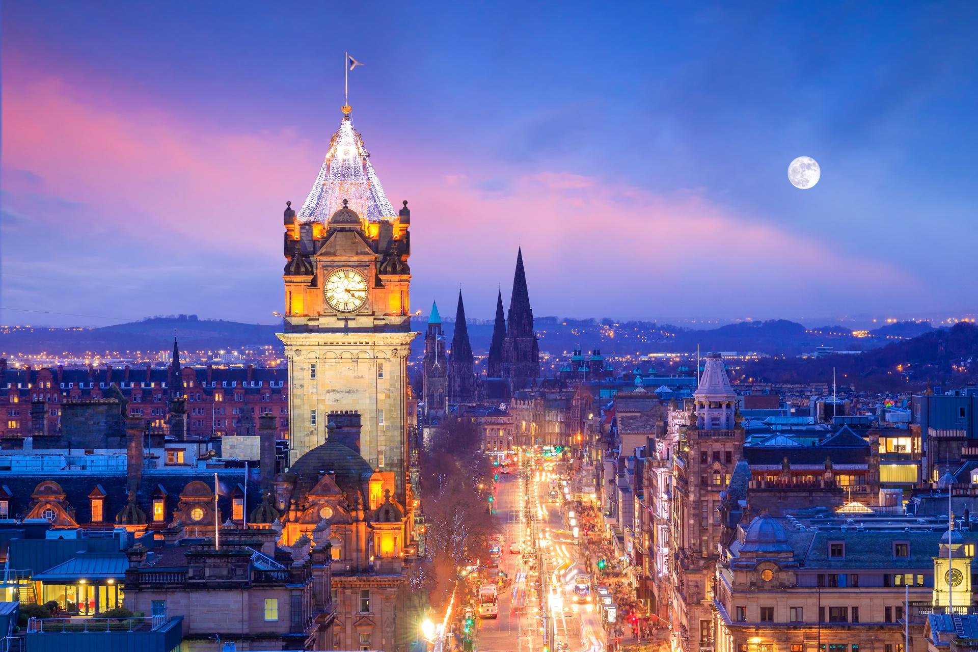 エジンバラの旧市街とエジンバラ城 スコットランドの風景