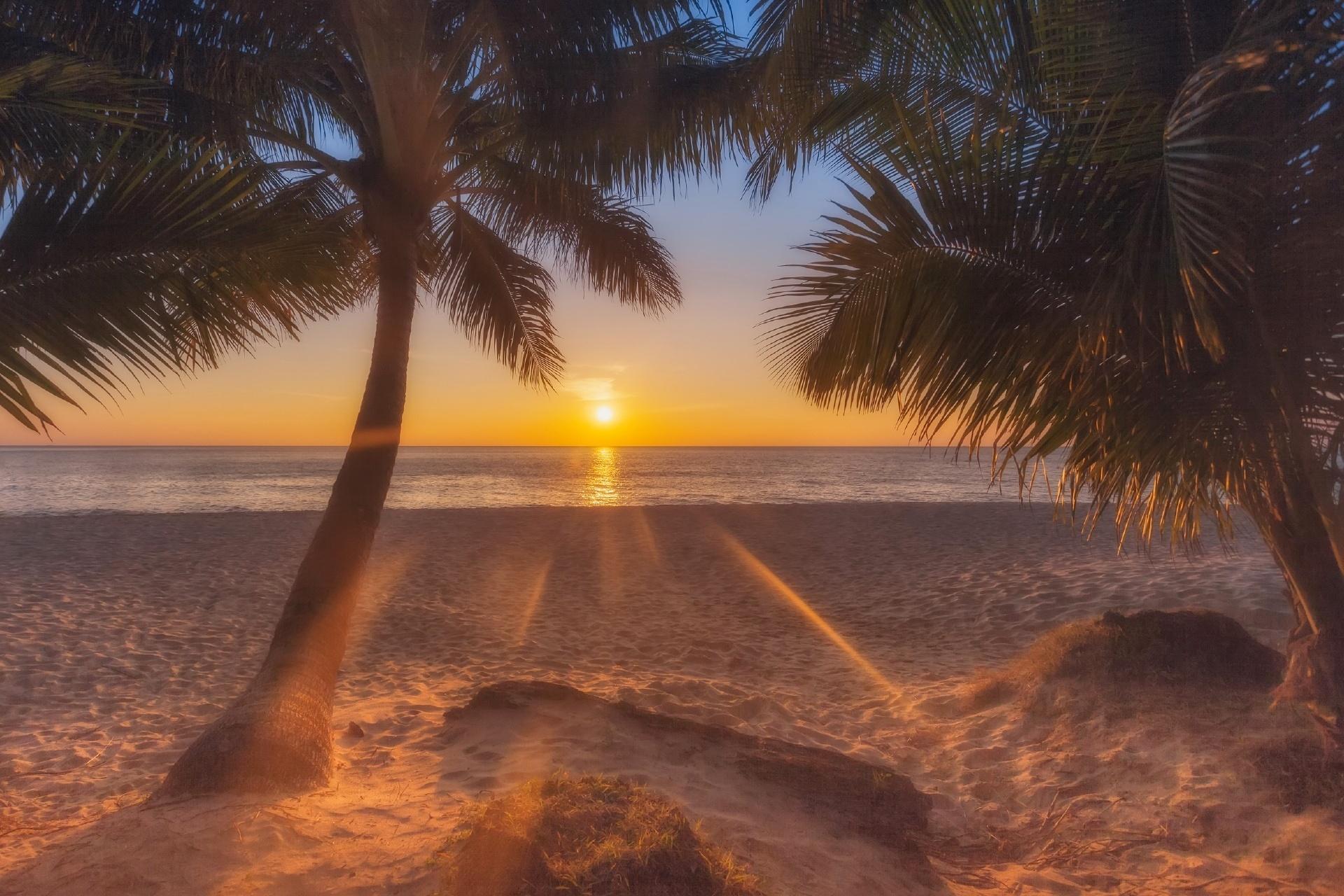 チャーン島の夕日 タイの風景