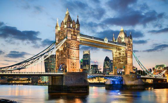 ロンドンの夜景 タワーブリッジ イギリスの風景