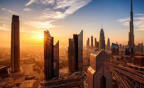 日の出のドバイ アラブ首長国連邦の風景