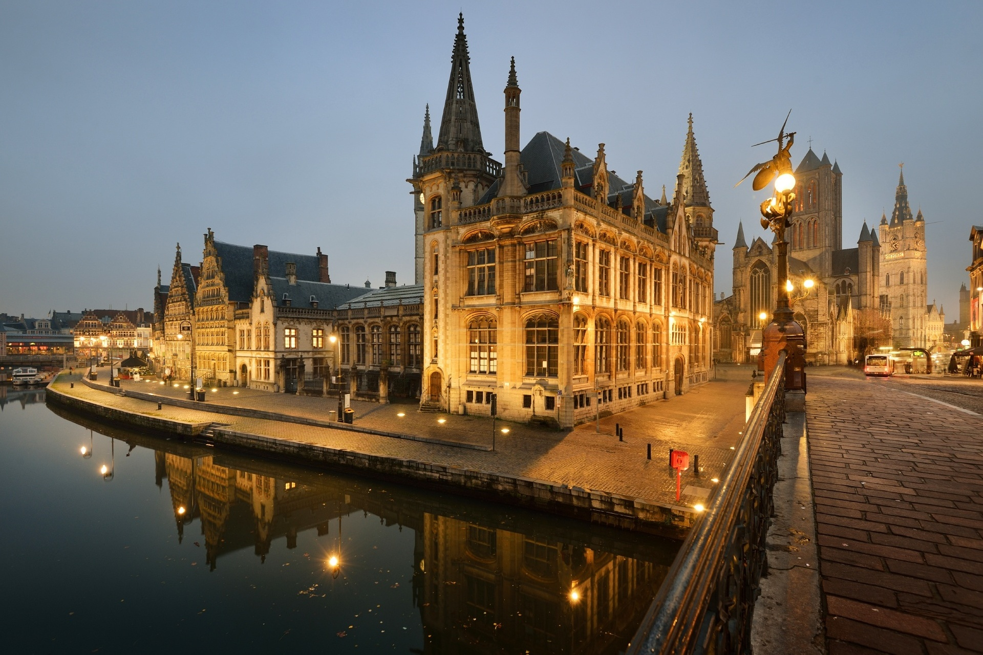 ヘントの夕暮れの風景 ベルギーの風景
