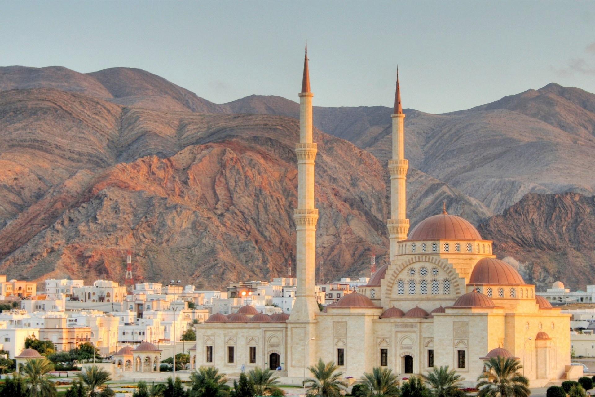 モスクのある風景 オマーンの風景