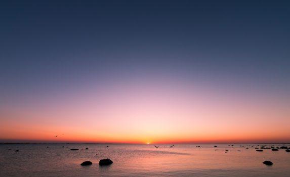 北欧の夏の夕暮れの風景