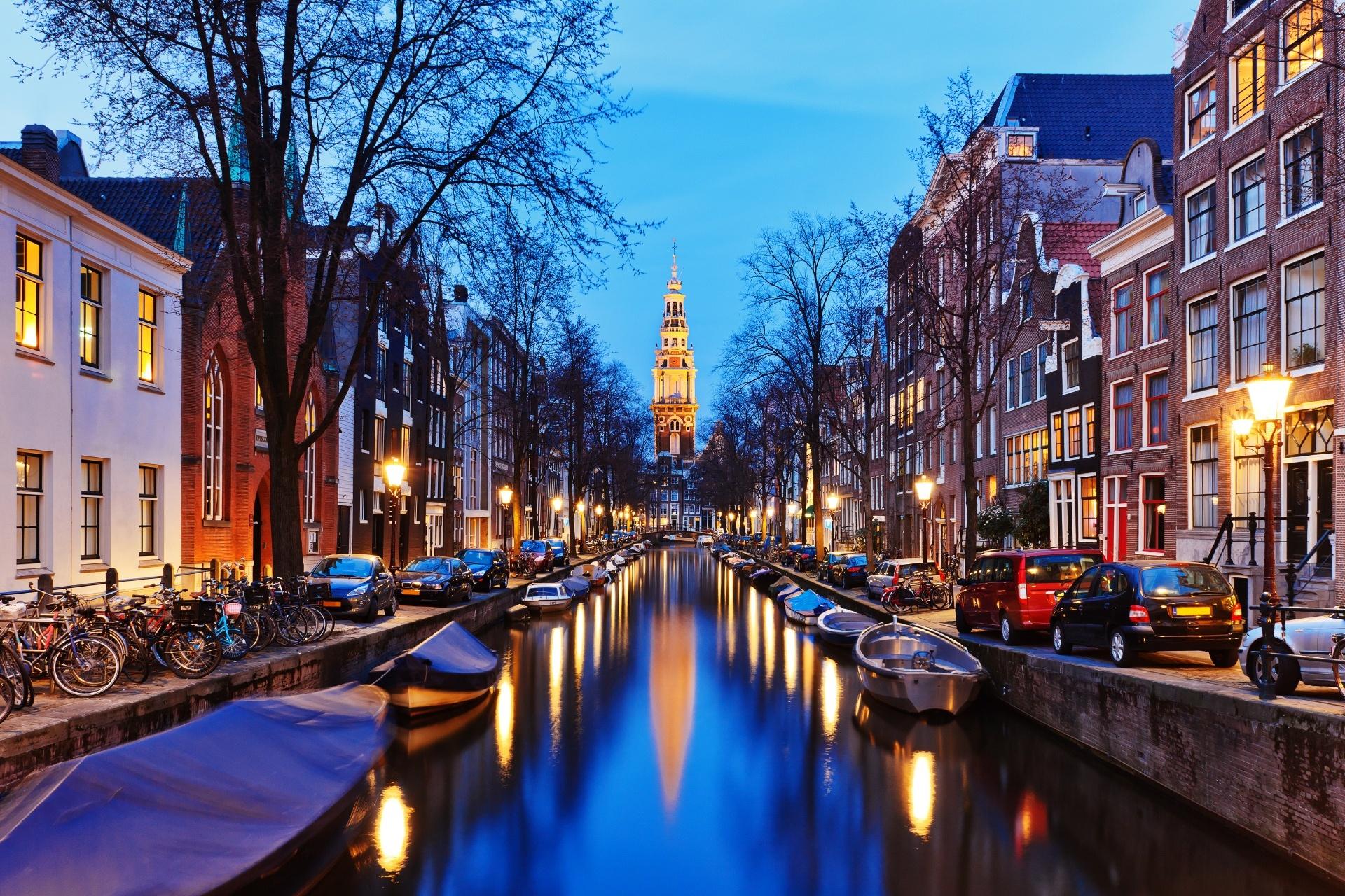 夜のアムステルダム ザイド教会と運河の風景 オランダの風景