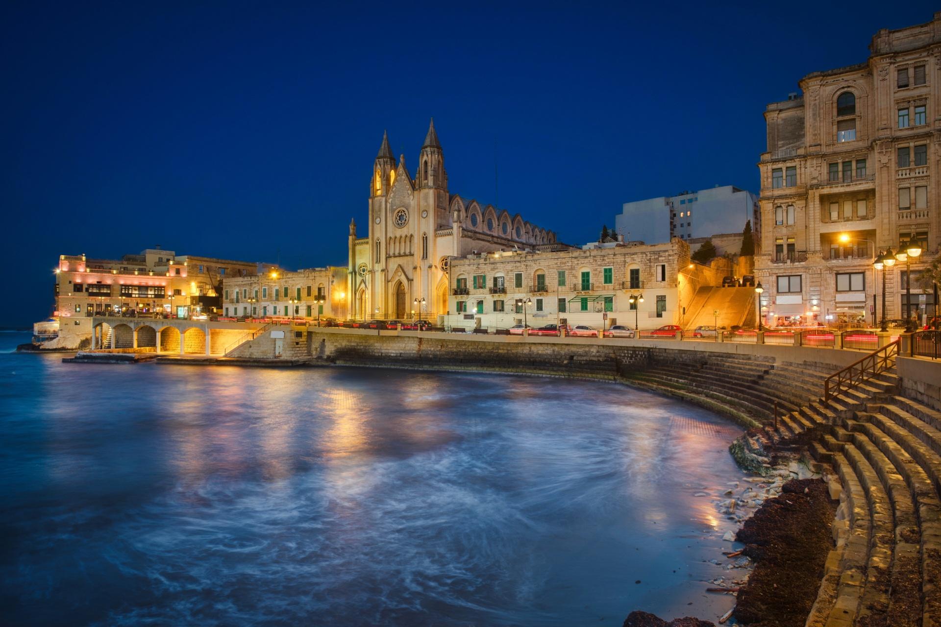 夜のサン ジュリアン マルタの風景