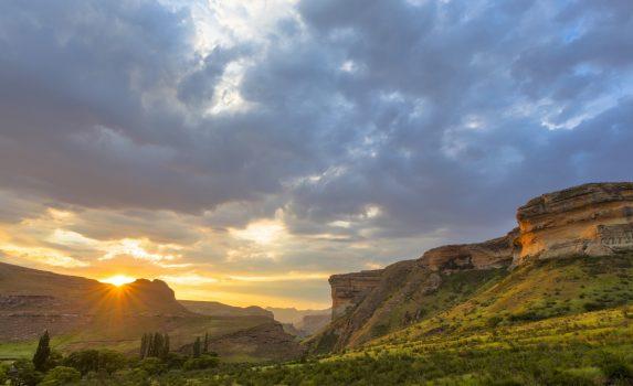 ゴールデン・ゲート・ハイランズ国立公園の夕日 南アフリカの風景