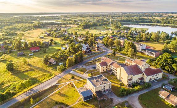 モレタイの夏の朝の風景 リトアニアの風景