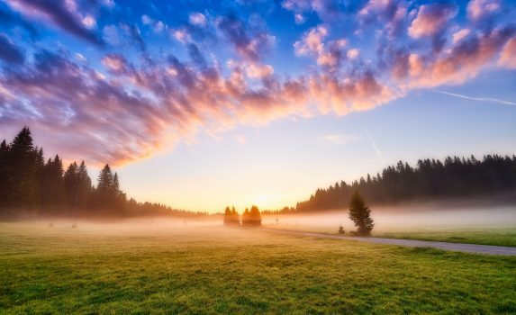 朝のドゥルミトル国立公園の風景 モンテネグロの風景