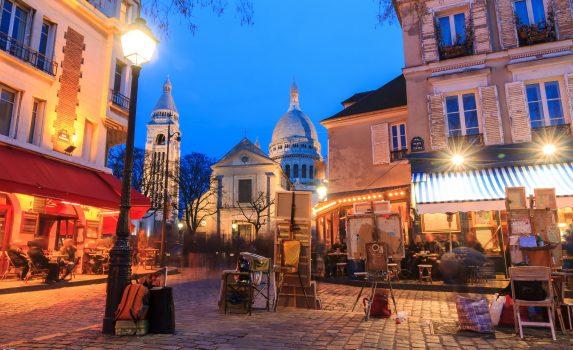 夜のパリ フランスの風景