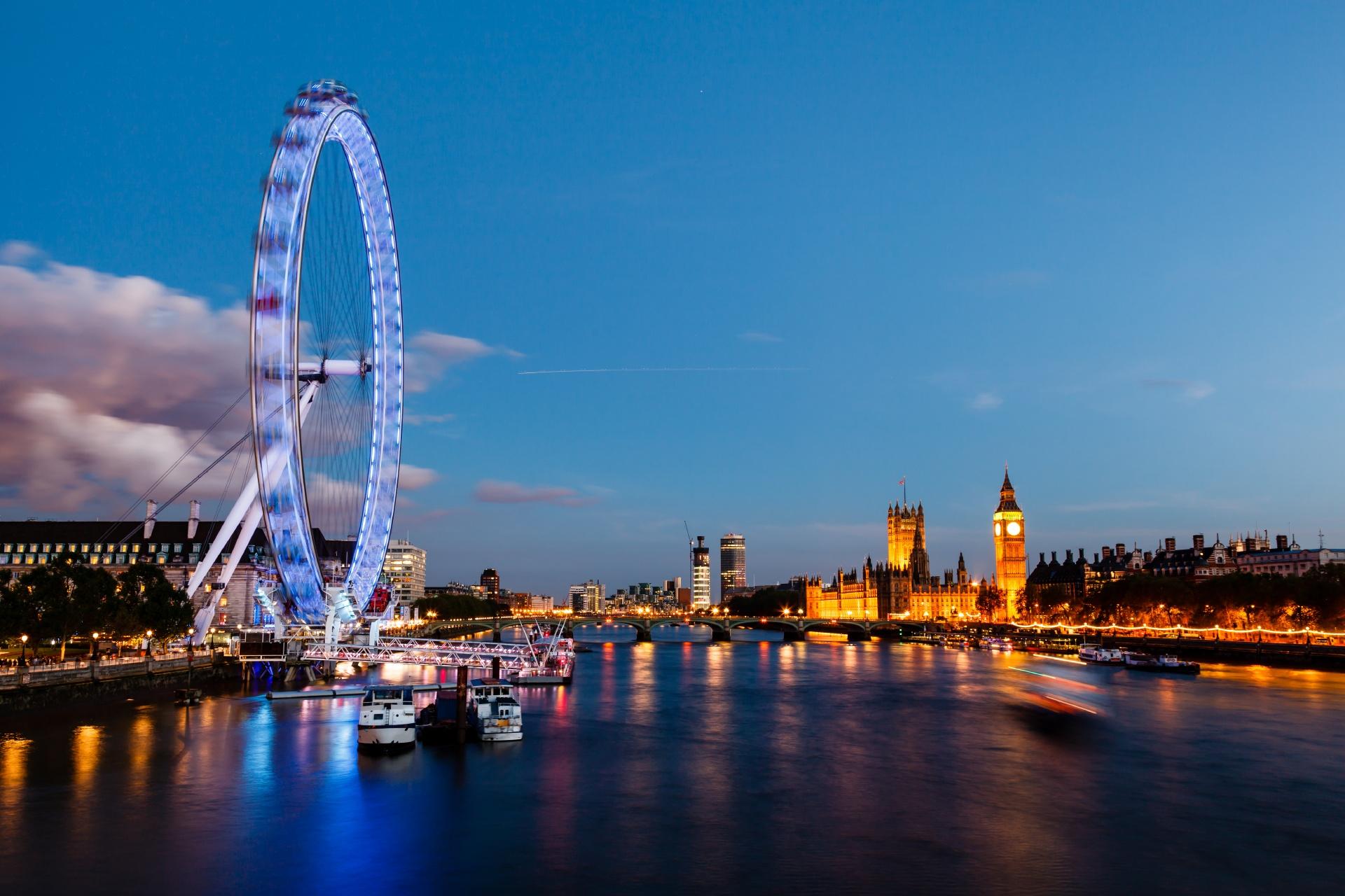 ロンドン・アイと夕暮れのロンドンの風景 イギリスの風景