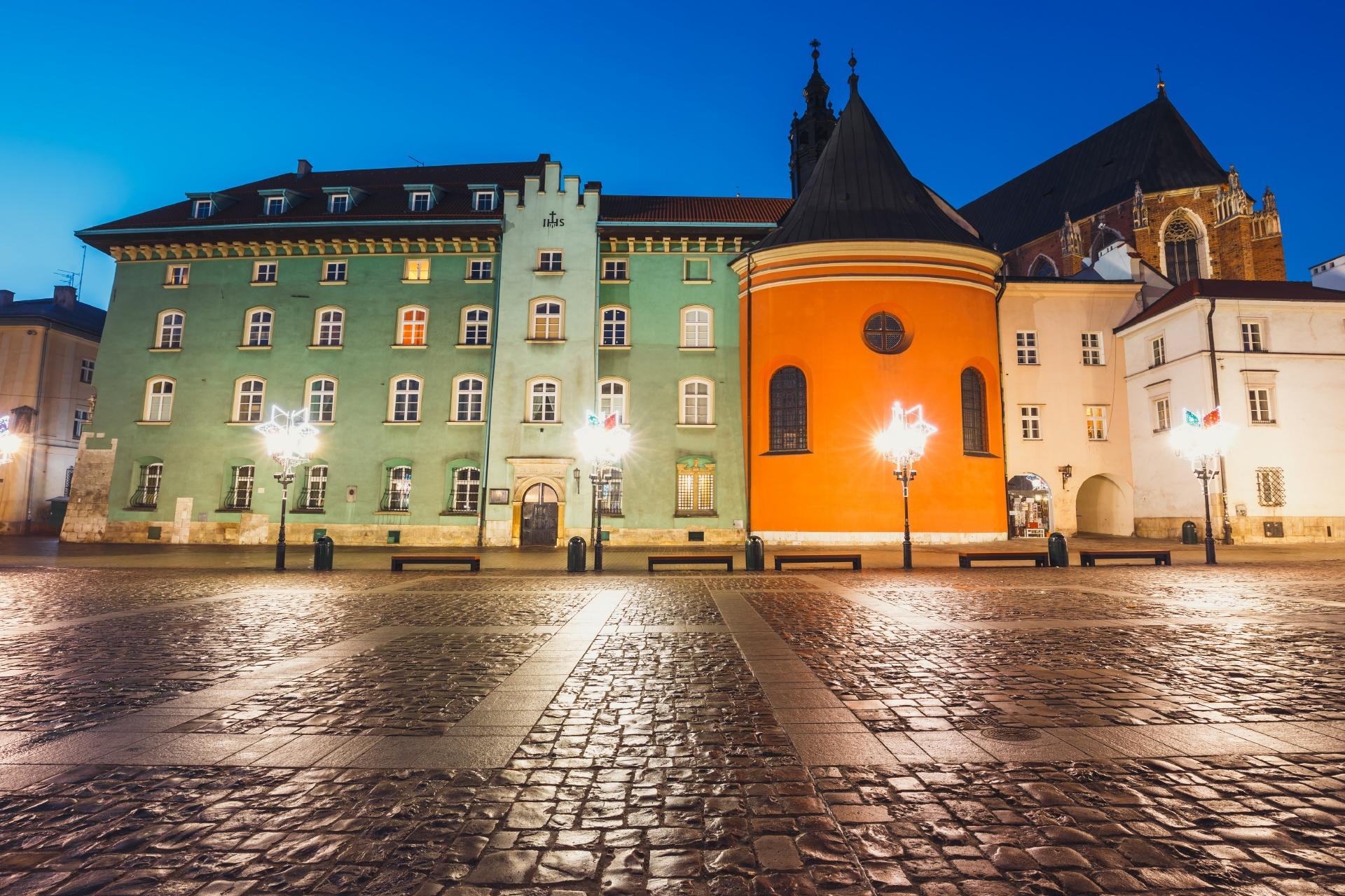 夜のクラクフの旧市街 ポーランドの風景