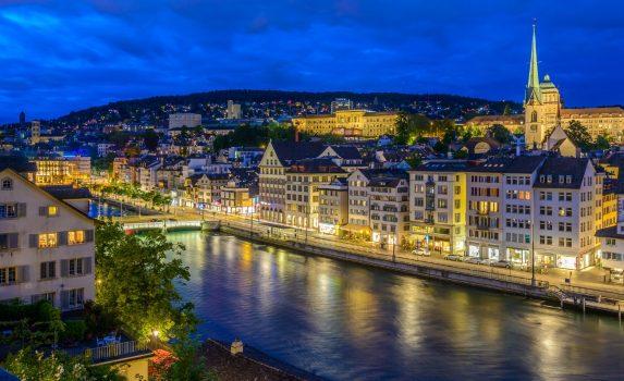 夜のチューリッヒ スイスの風景