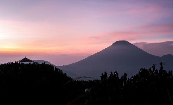 朝焼けのディエン高原 インドネシアの風景