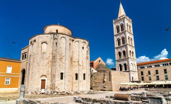 聖ドナトゥス教会とザダル大聖堂の鐘楼 クロアチアの風景