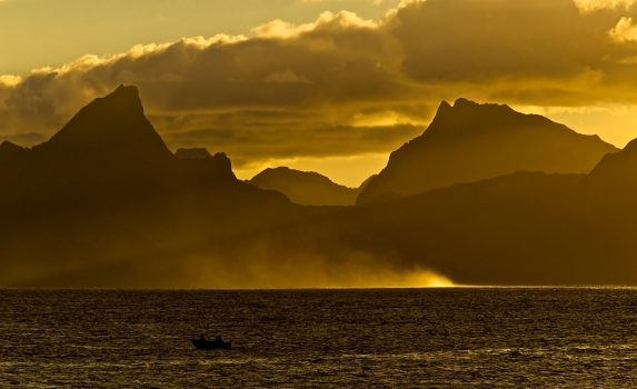 モーレア島の日没の風景 フランス領ポリネシアの風景