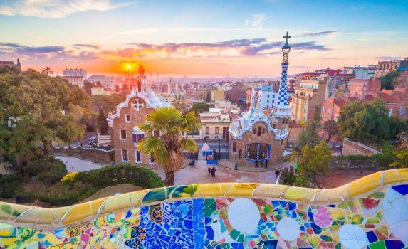 日の出のグエル公園 バルセロナの眺め スペインの風景
